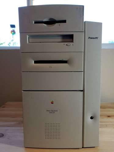 Power Mac 8600 Front